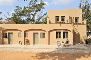 חזית בית פרטי בסגנון כפרי ים תיכוני
