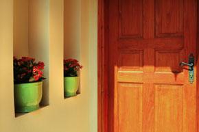 תכנון נישות במבואת כניסה לבית