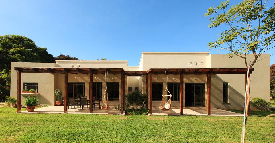 תכנון אדריכלי של בית דו משפחתי קלאסי בעיצוב נקי