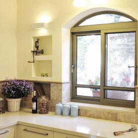 עיצוב חלון כפרי בבית פרטי